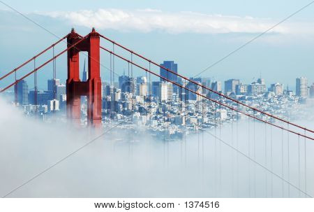 Golden Gate Bridge, San Francisco unter Nebel