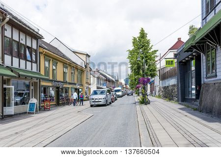 LILLEHAMMER, NORWAY - JUNE 27: Tourists enjoying the beautiful weather walking through the streets of Lillehammer on June 27, 2016 in Lillehammer, Norway.