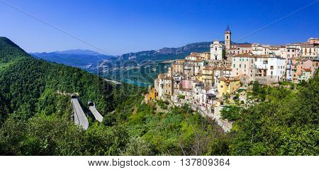 beautiful villages of Italy  - Colledimezzo in Abruzzo, Lago di Bomba