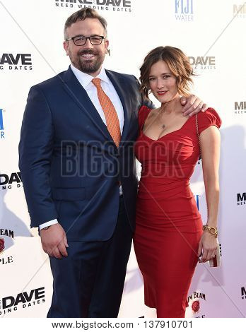 LOS ANGELES - JUN 29:  Jake Szymanski & Caroline Frost arrives to the