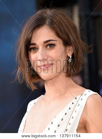LOS ANGELES - JUL 9:  Lizzy Caplan arrives to the