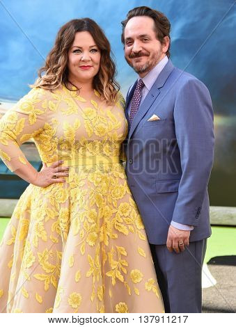 LOS ANGELES - JUL 9:  Melissa McCarthy & Ben Falcone arrives to the