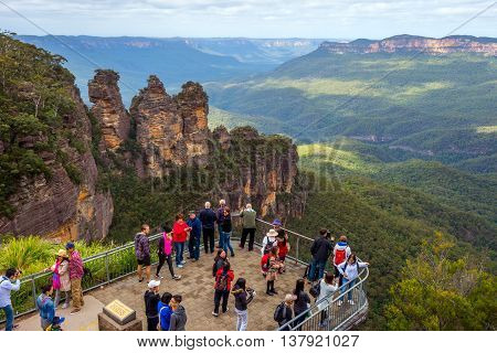 BLUE MOUNTAINS AUSTRALIA - APRIL 23: Visitors observing landscape from platform at Blue mountains national park on April 2016