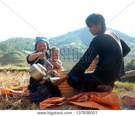 YEN BAI, VIETNAM, September 24, 2015 Family, Hmong, highland Yen Bai, Vietnam. Breaks, drinking water, on the terraced rice paddies