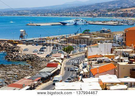 Rethymno, Crete - 27 Maj, 2016 : Cityscape Of The Old Venetian Harbor In Rethymno, Greece