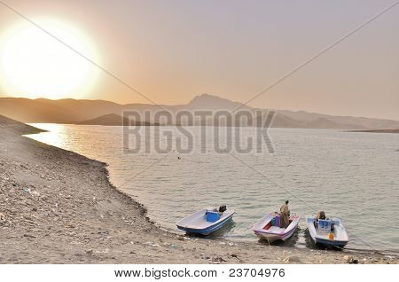 Boote am Lake Dokan, in der Region Kurdistan im Nordirak