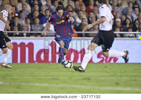 VALENCIA - OCTOBER 17 : Leo Messi (C) of Barcelona FC in action at Spanish soccer league match Valencia C.F. vs F.C. Barcelona at Mestalla Luis Casanova Stadium October 17, 2009 in Valencia.