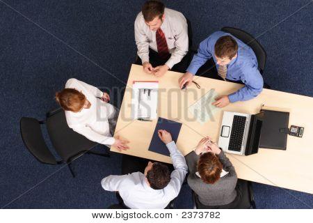 Discurso de mulher de negócios na reunião do grupo
