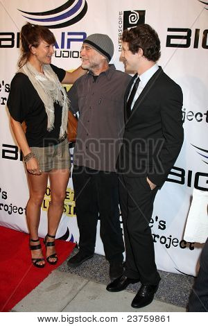 LOS ANGELES - SEPT 22:  Zoe Bell, David Lee Miller, Gabriel Sunday arriving at the premiere of