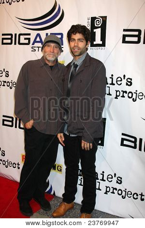 LOS ANGELES - SEPT 22:  David Lee Miller, Adrian Grenier arriving at the arriving at the premiere of