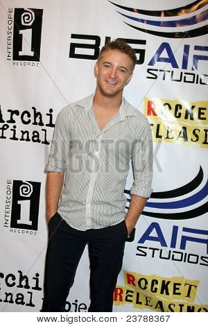 LOS ANGELES - SEPT 22:  Michael Welch arriving at the premiere of