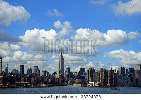 nubes sobre el horizonte de la ciudad de Nueva York