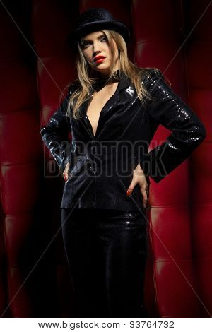 Cabaret performers wearied black clothes