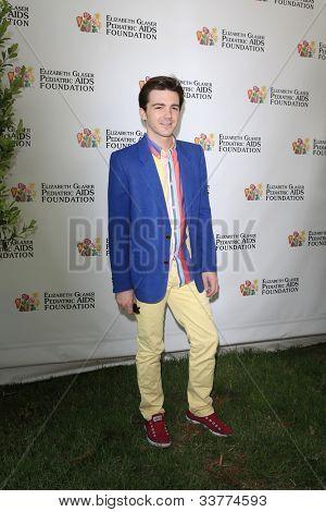 LOS ANGELES, CA - 3 de junho: Drake Bell na 23 anual «tempo para Heroes' Celebrity Picnic Benefitt