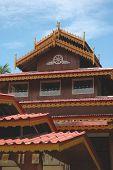 Many Roof Hall