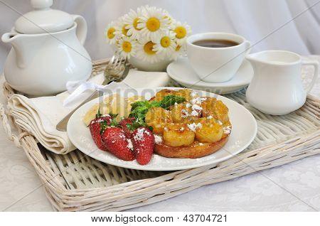 Rabanadas com calda de Banana no café da manhã