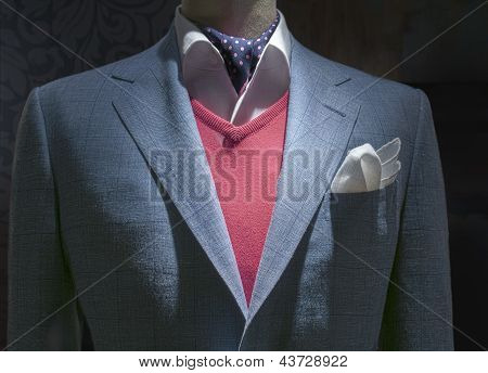 Luz azul quadriculada jaqueta com vermelho camisola, camisa, gravata & lenço (horizontal)