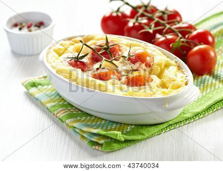 Tomato gratin with cheese and zucchini
