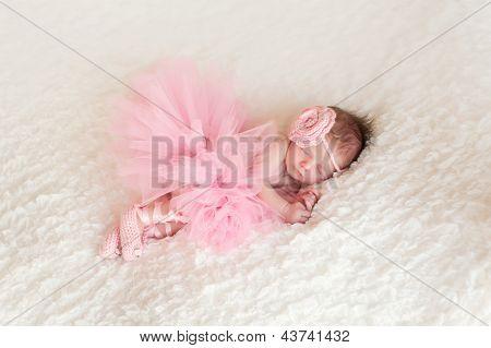Neugeborenes Babymädchen tragen eine Ballerina-Tutu