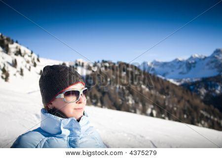 Jovem nos Alpes italianos