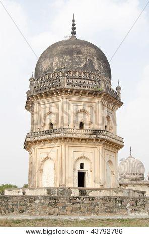 Jamsheed Quli Qutub Shah tomb