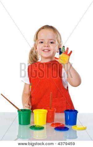 Feliz niña de pintor