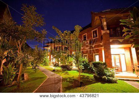 Villa hermosa noche