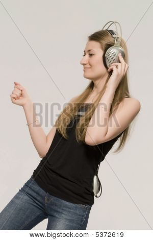 Blonde  Listens Music In Earpiecess