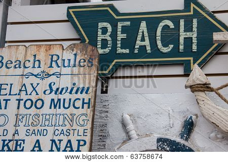 Sign points to the beach