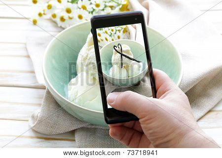 smartphone shot food photo - vanilla ice cream with natural vanilla sticks