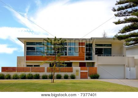 Modern Desgined Home With Cubic Style