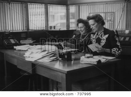 Vintage women in the office 1948