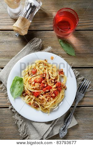 Spaghetti With Tomato And Mushroom Sauce