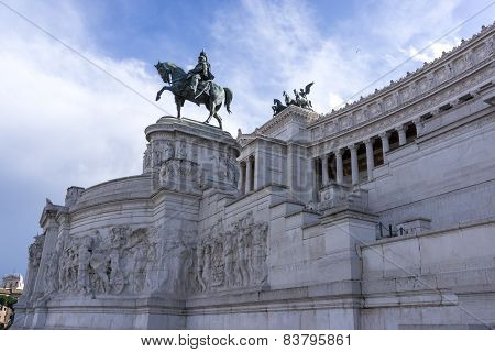 Statues in Victor Emmanuele II