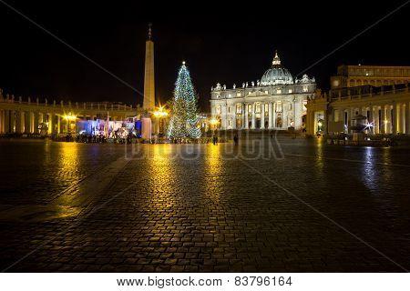 Saint Peters Plaza And Christmas Tree
