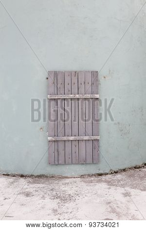 a doorway in a concrete wall