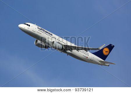 Lufthansa Airbus A320 Airplane