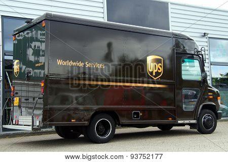 UPS Postal Delivery Truck - Mercedes