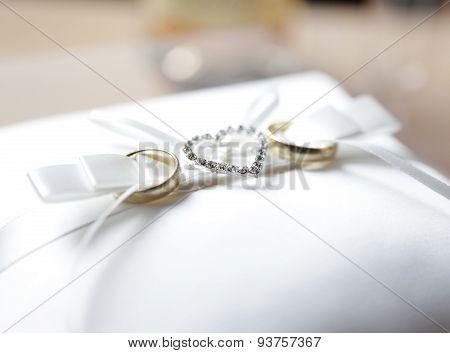Wedding Rings With Diamonds Heart