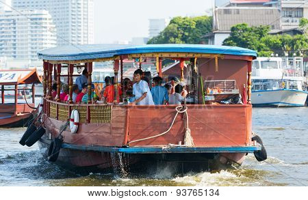Mae Nam Chao Phraya river with water public transport