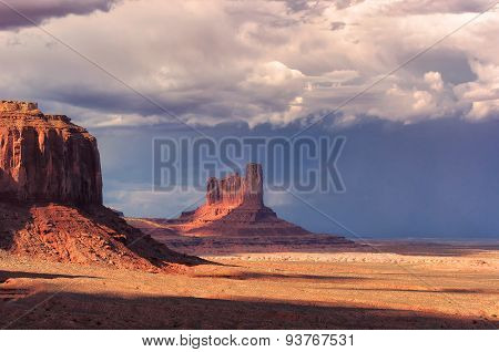 Monument Valley before the thunder-storm