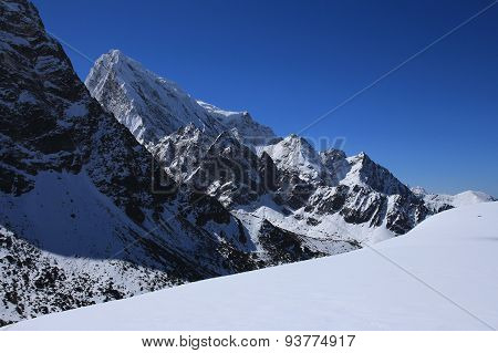 Cholatse Scene On The Way To Cho La Pass