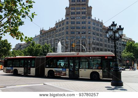 Barcelona, Catalunya- June 12Th 2015: Street View With Urban Bus