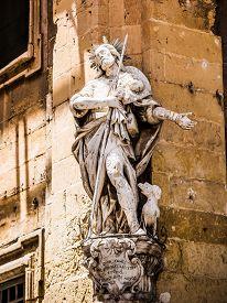 picture of luigi  - statue of S - JPG