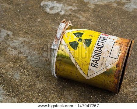 Decay of old Radioactive material can container