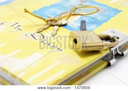 Diary With Lock And Keys