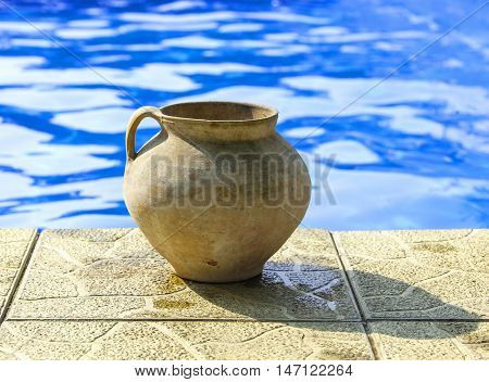 Crock on the rim of the pool