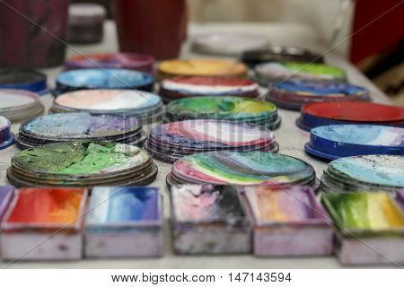 Face paint artist's set of materials multi mixed bright colors - Round and Rectangular