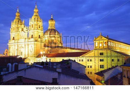 Iglesia de La Clerecia and Pontifical University in Salamanca at night, Spain