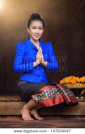 Women Laos congratulate Hello I welcome the promotion of tourism laos girl